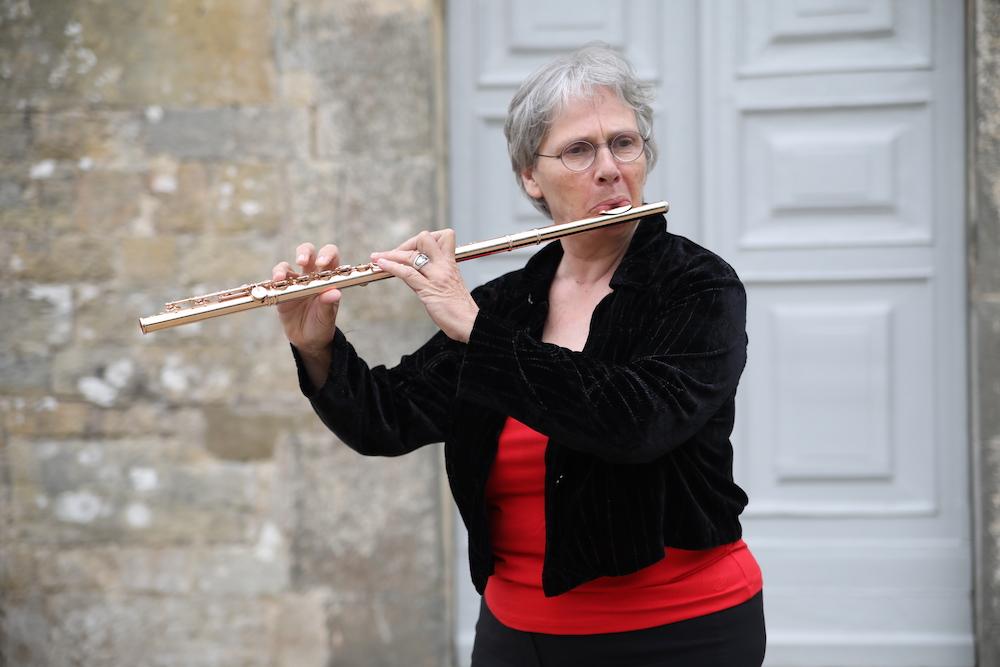 Image of Eva Amsler playing flute